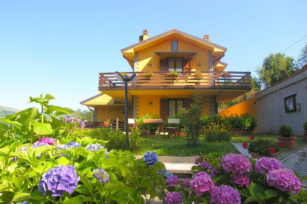 Knus appartement in de Appenijnen met een zwembad en tuin - Boerderijvakanties.nl