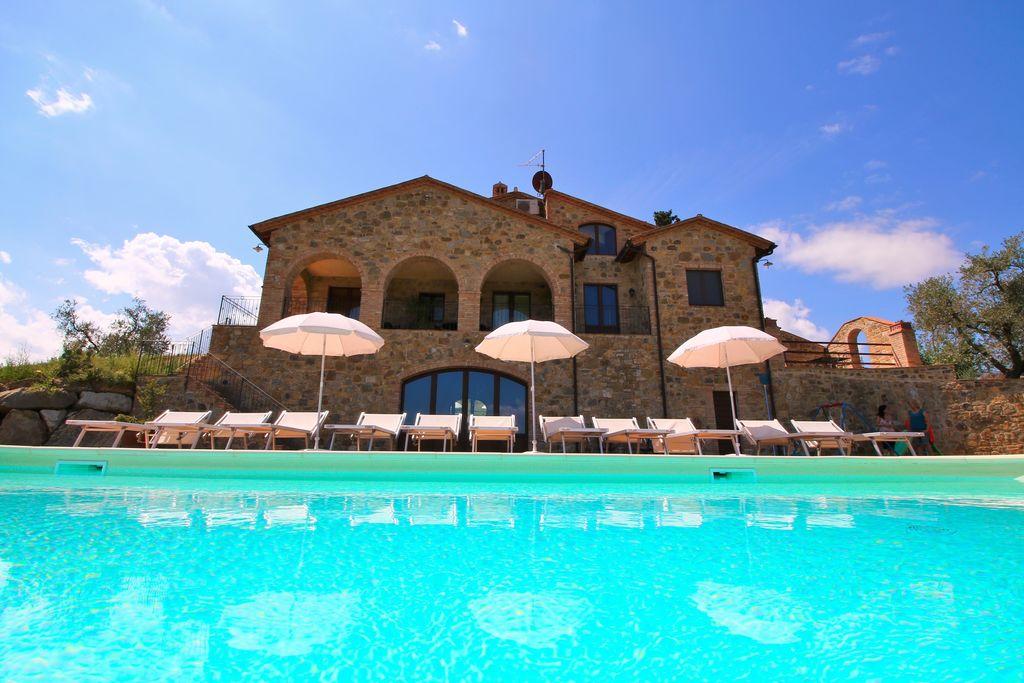 Castel-del-Piano- Boerderij met zwembad  met wifi te huur
