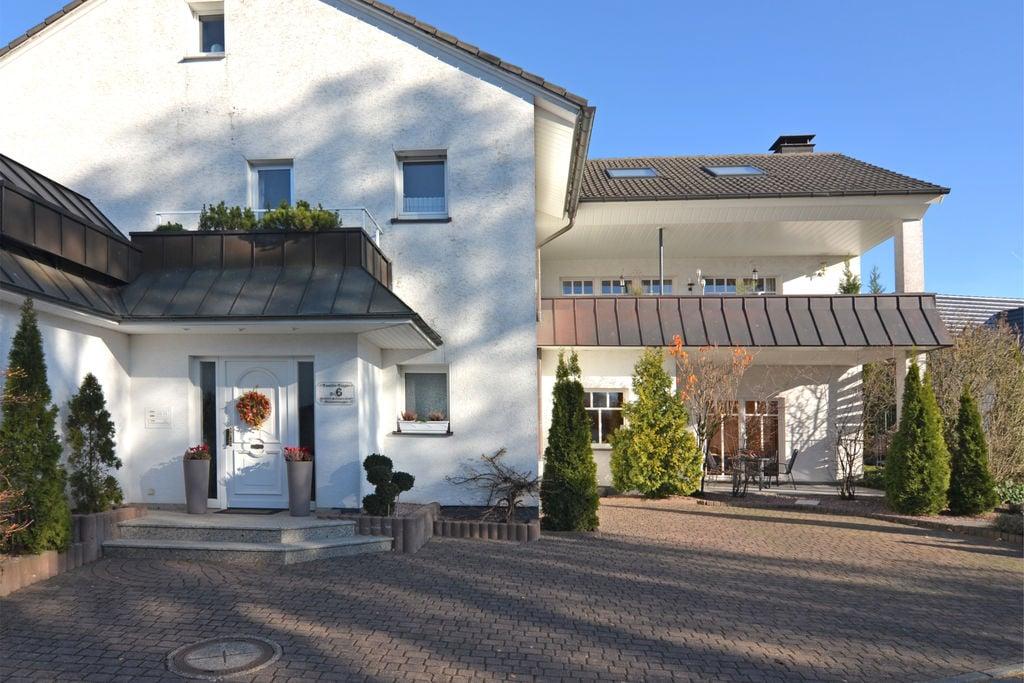 Smaakvol appartement op de begane grond met terras en tuin bij Brilon - Boerderijvakanties.nl