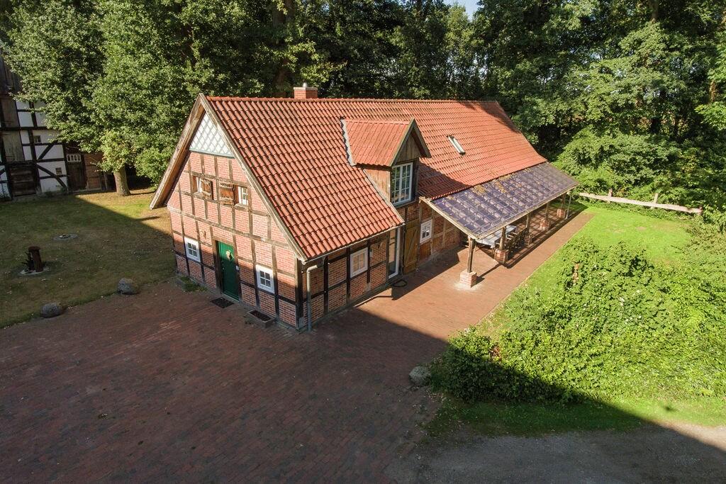 Grote vakantiewoning op een historische hoeve met overdekt zitje buiten - Boerderijvakanties.nl