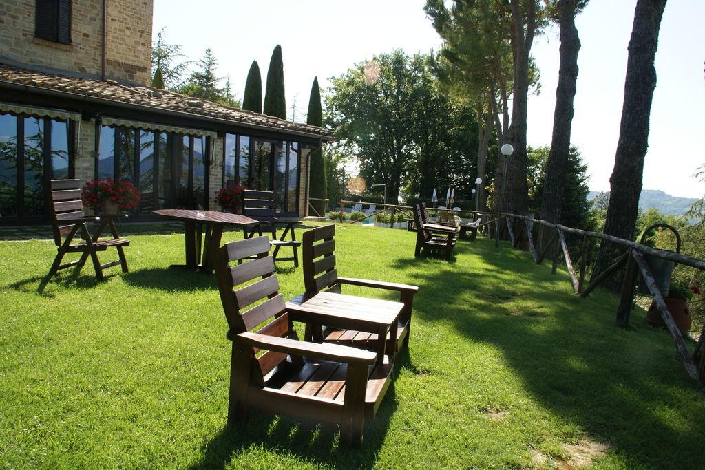 Fijn vakantiehuis in Montelparo met zwembad en tennisbaan - Boerderijvakanties.nl