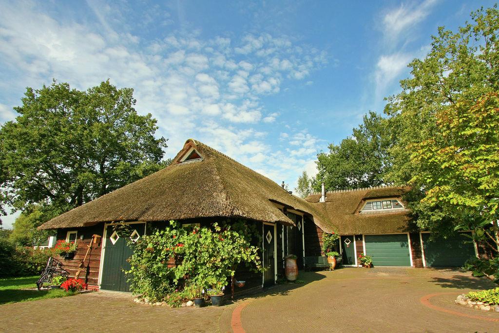 Zeer sfeervolle, rietgedekte vakantiewoning met sauna en hottub in het Reestdal - Boerderijvakanties.nl