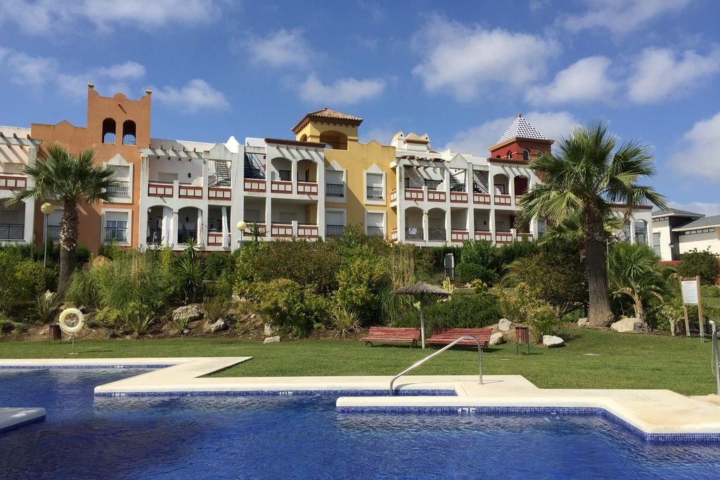 Navajas- Chalet met zwembad  met wifi te huur