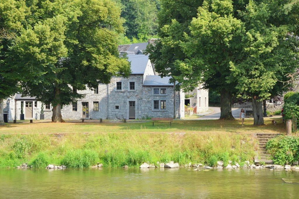 Luxe vakantiehuis in de Ardennen naast rivier de Ourthe - Boerderijvakanties.nl