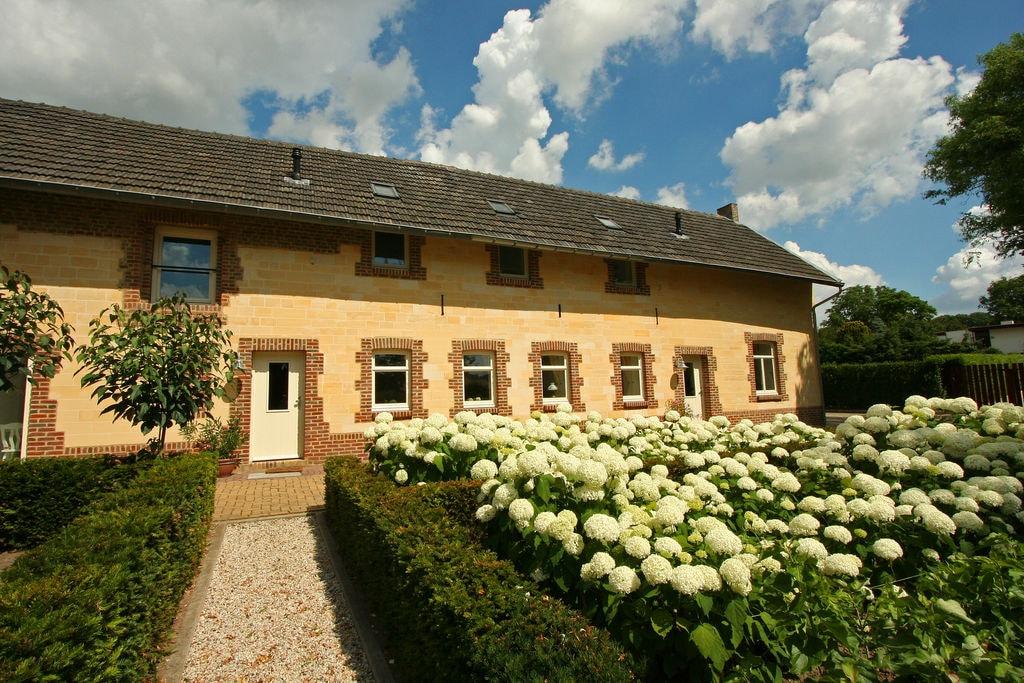 Luxueuze boerderij in Gulpen met een terras - Boerderijvakanties.nl