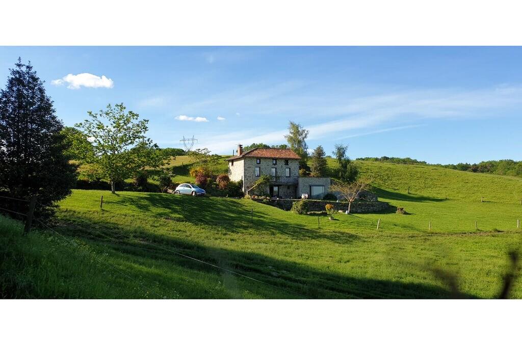Woning met jacuzzi, sauna, zwembad en uitzicht op het platteland van de Cantal! - Boerderijvakanties.nl