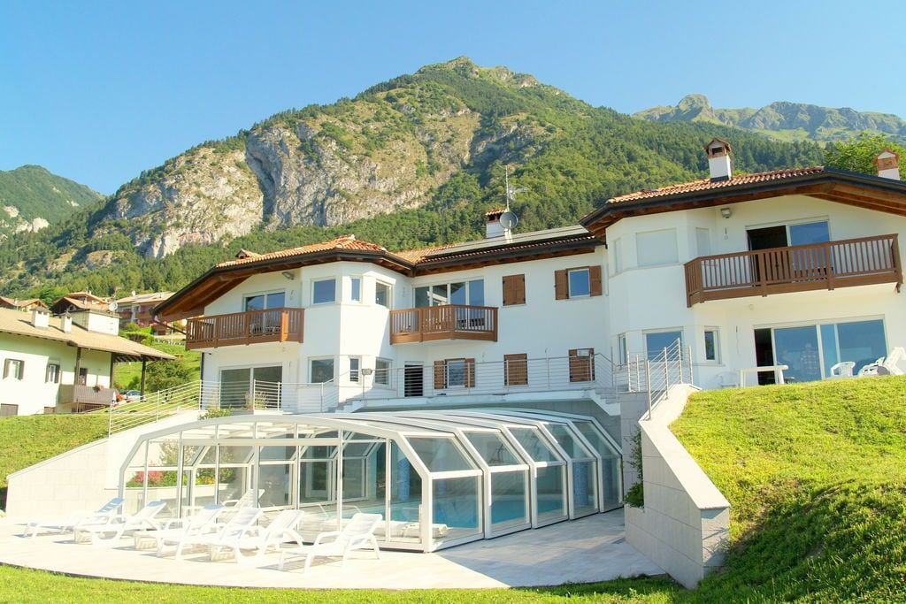 Stenico- Villa met zwembad  met wifi te huur