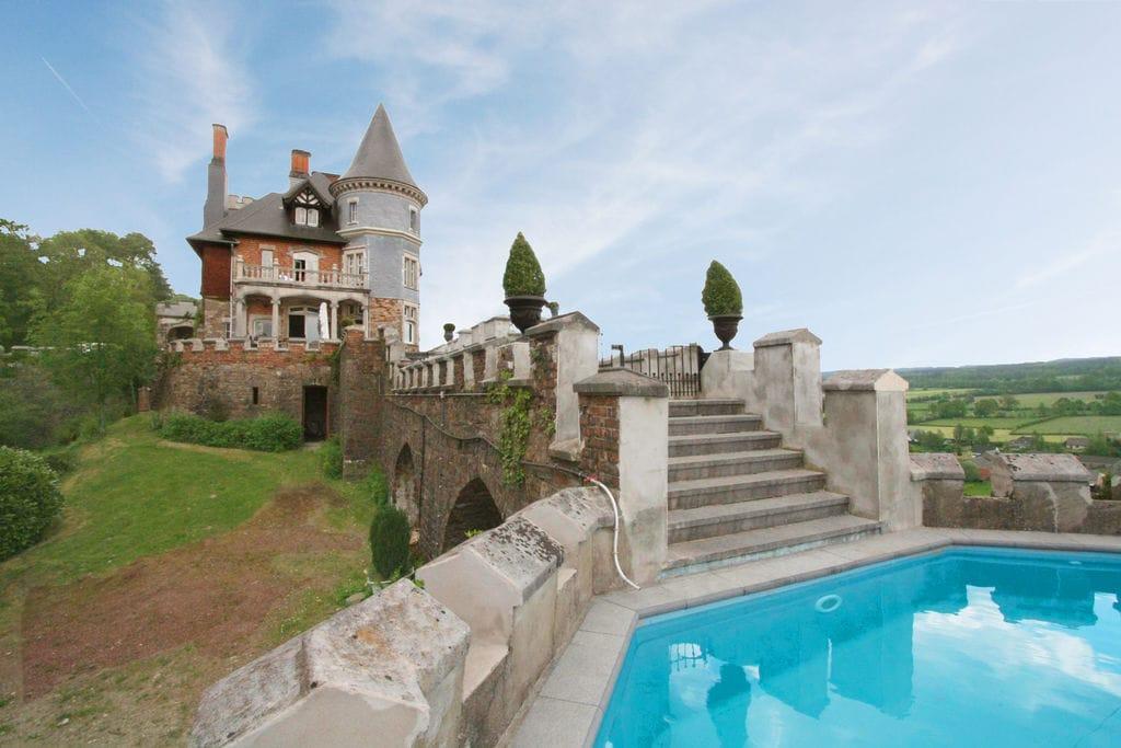 Kasteel huren in Luik - met zwembad  met wifi met zwembad voor 10 personen  Een verblijf in dit kasteel staat ..