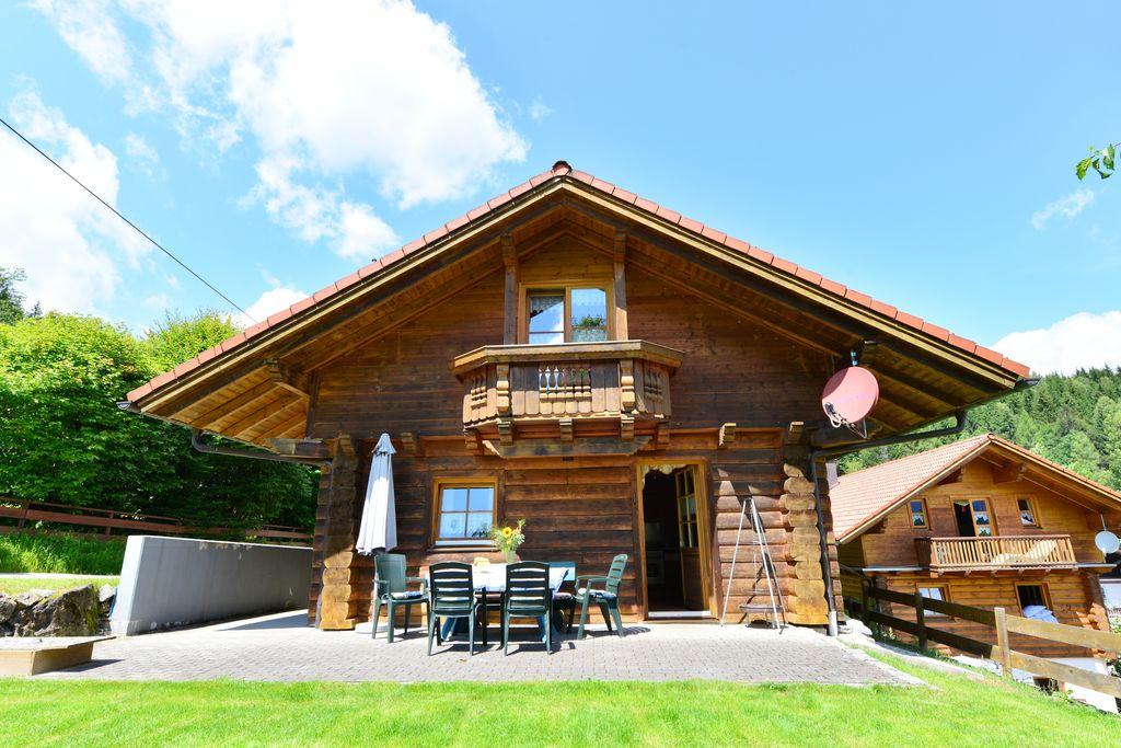 Luxe houten huis in de buurt van de Arber met tuin en terras in het Beierse Woud - Boerderijvakanties.nl