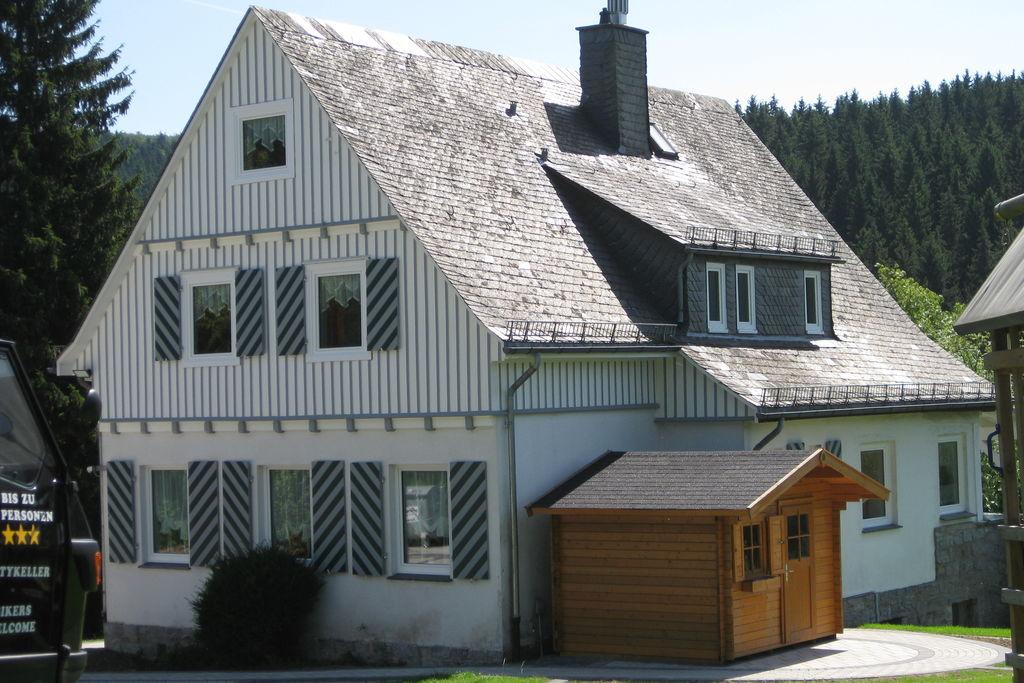 Mooie groepsaccommodatie in Brilon met grote tuin - Boerderijvakanties.nl