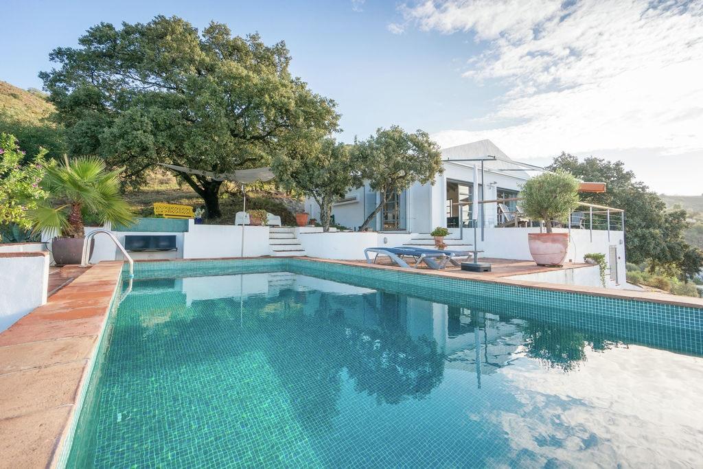 Moderne designvilla met privézwembad, uitzicht op zee en veel privacy - Boerderijvakanties.nl