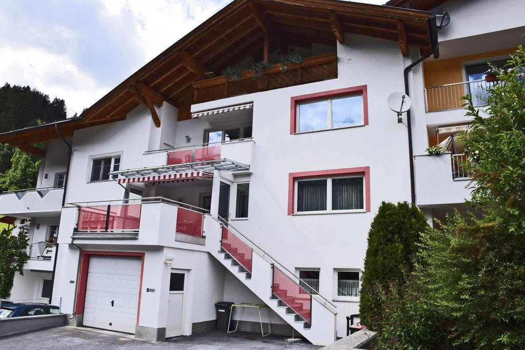Ruime vakantiewoning in St. Anton met terras - Boerderijvakanties.nl