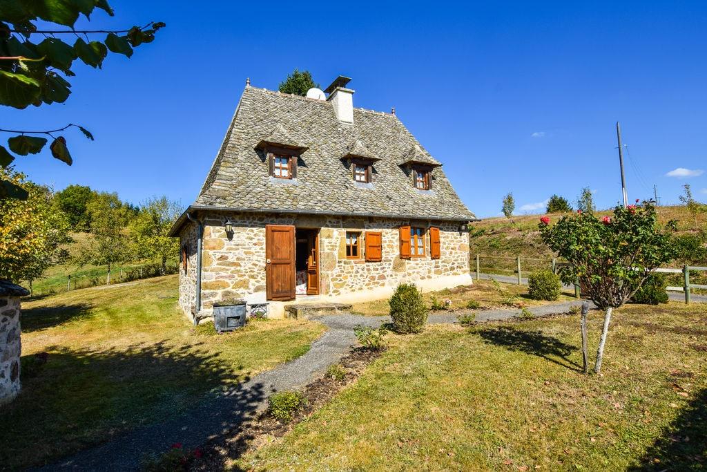 Traditioneel vakantiehuis met overdekt terras in Auvergne - Boerderijvakanties.nl