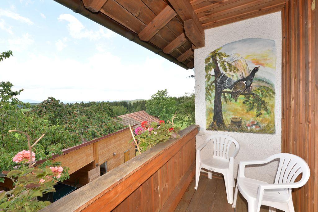 Appartement met balkon en en mooi uitzicht midden in het Beierse Woud - Boerderijvakanties.nl