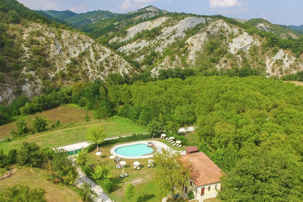 Fraaie vakantiewoning in Apecchio gelegen in een vallei - Boerderijvakanties.nl