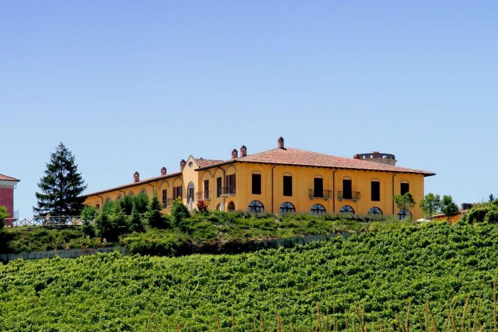 Luxeus landhuis in Nizza Monferrato met een gedeeld zwembad - Boerderijvakanties.nl
