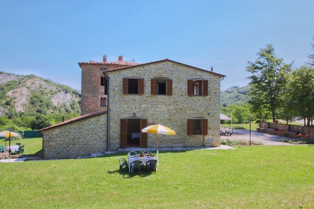 Apecchio- Vakantiewoning met zwembad  met wifi te huur