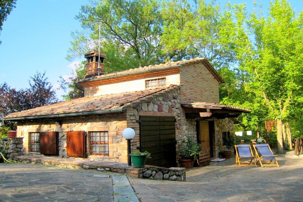 Vrijstaand landhuis in Toscane met boomgaard - Boerderijvakanties.nl