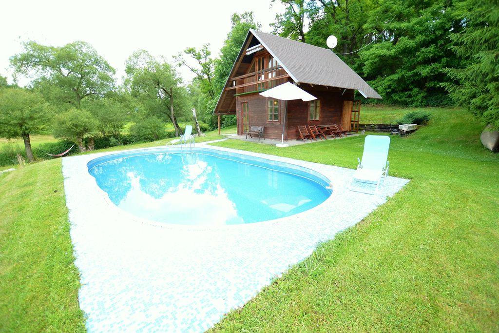 Rustig vakantiehuis in Bechyne met zwembad en tennisbaan - Boerderijvakanties.nl
