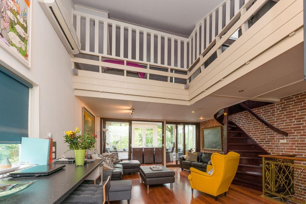 Schitterende villa in Bergentheim met privéstrand - Boerderijvakanties.nl