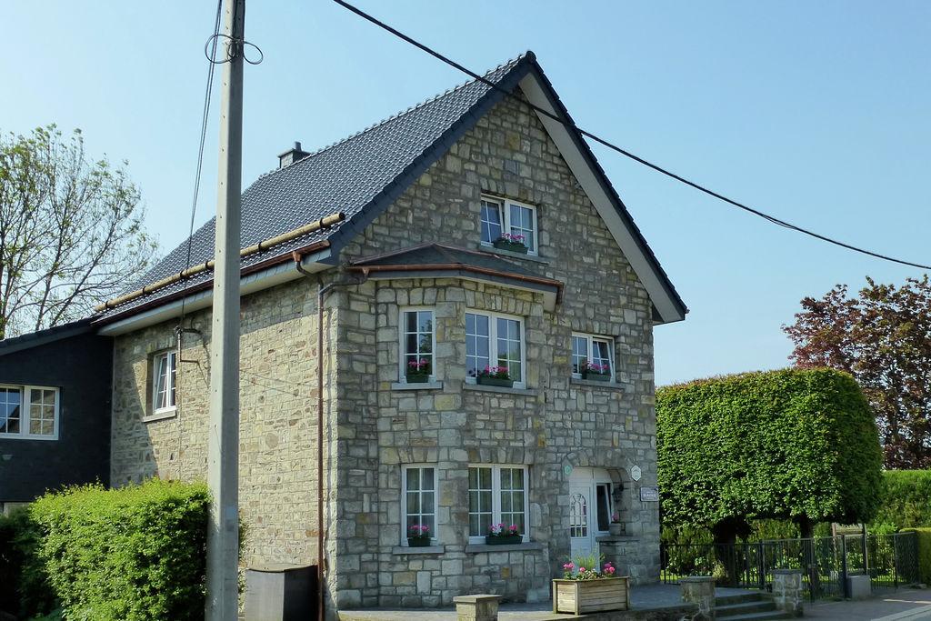 Ruime villa in de buurt van Lake in Robertville - Boerderijvakanties.nl