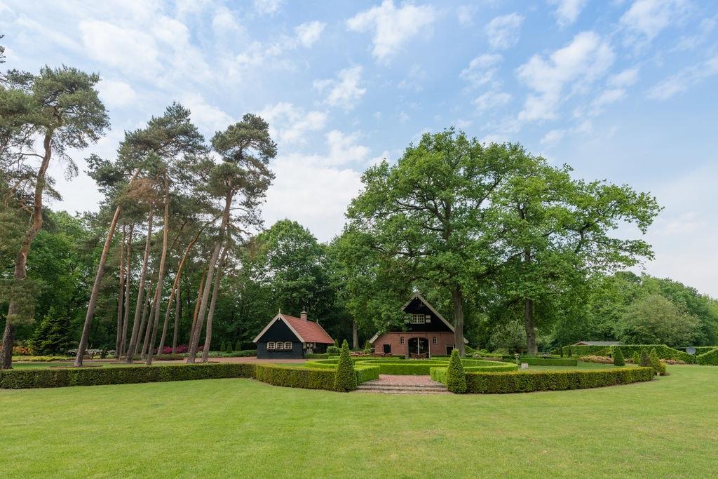 Landhuis met ensuite badkamers, 10.000m2 tuin en verwarmd terras op het Hulsbeek - Boerderijvakanties.nl