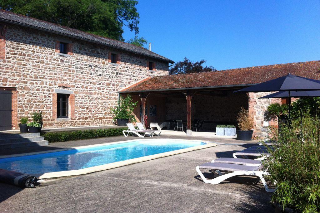 La-Pacaudiere- Kasteel met zwembad  met wifi te huur