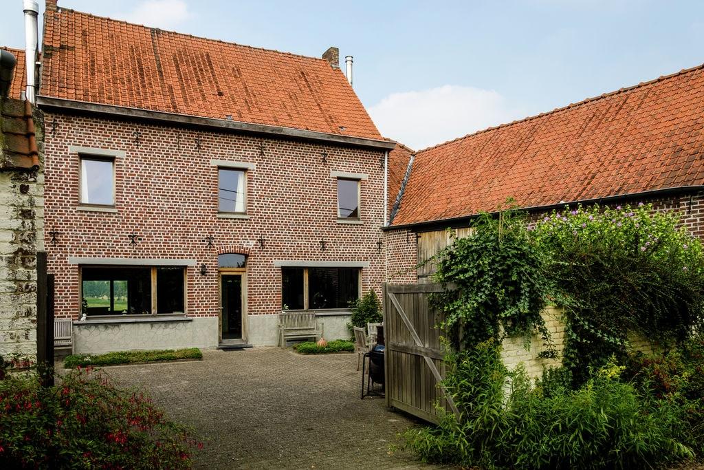 Ruime vierkantshoeve met schitterend uitzicht over glooiend landschap - Boerderijvakanties.nl