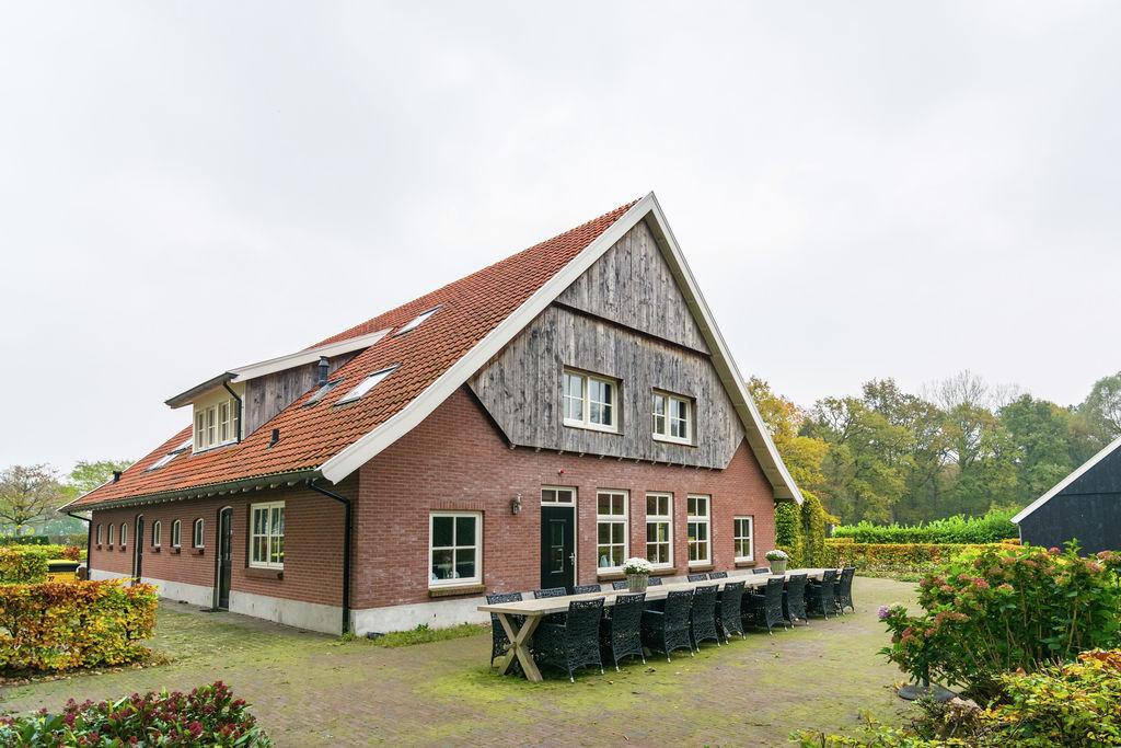 Moderne woonboerderij in bosrijke omgeving in Dinkelland - Boerderijvakanties.nl