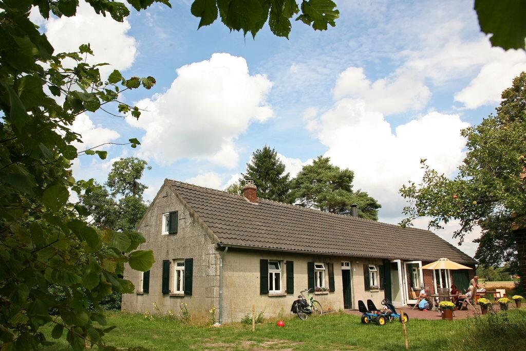 Ruime vakantiewoning in bosrijke omgeving in Stramproy - Boerderijvakanties.nl
