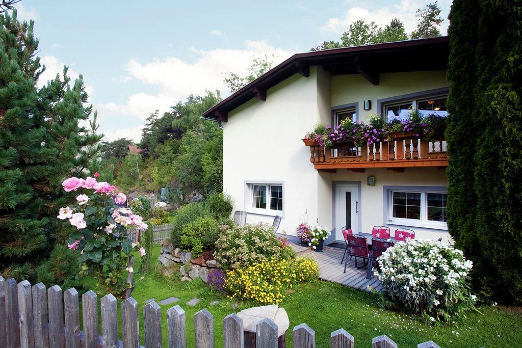 Knus vakantiehuis in Tirol met uitzicht op bergen - Boerderijvakanties.nl
