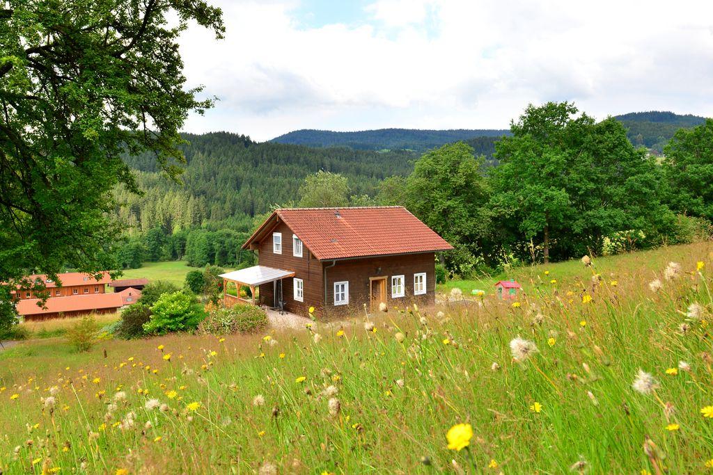 Vrijstaand vakantiehuis in het Beierse Woud op een zeer rustige, zonnige locatie - Boerderijvakanties.nl