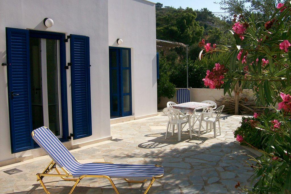 Tuin appartement in villa in prachtige Agia Fotia Baai, ZO kust, dichbij zee - Boerderijvakanties.nl