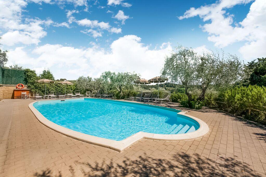 Rustiek appartement in Poggibonsi, Toscane met zwembad - Boerderijvakanties.nl