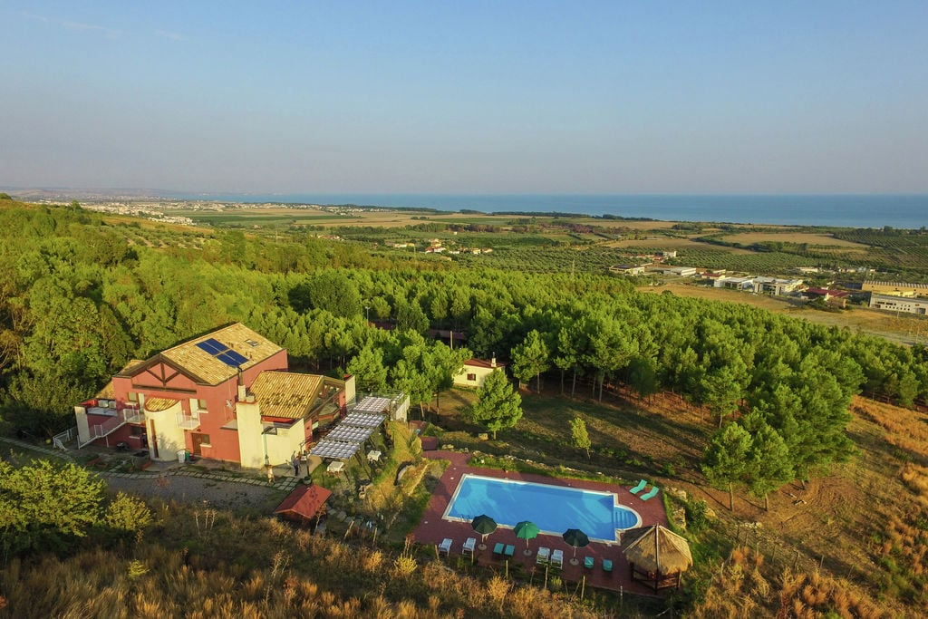 Cropani-Marina- Vakantiewoning met zwembad  met wifi te huur