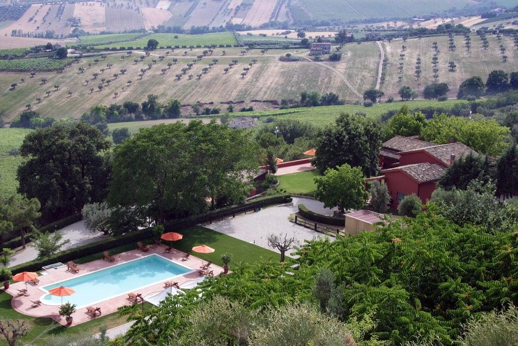 Vakantiewoning huren in Abruzzo - met zwembad  met wifi met zwembad voor 4 personen  Dit mooie landhuis ligt op 300 m h..