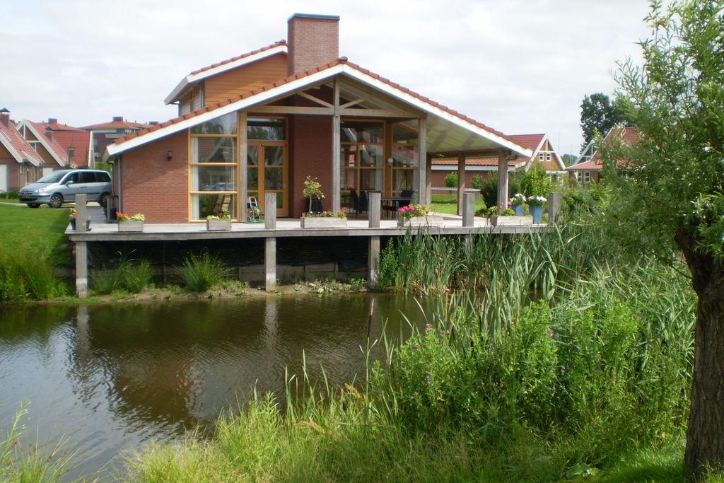 Comfortabele vakantievilla aan het water, bij het Veluwemeer in Biddinghuizen - Boerderijvakanties.nl