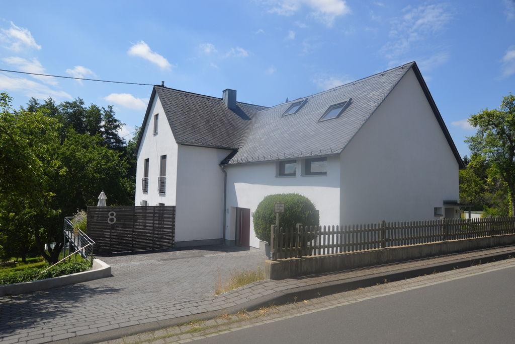 Traditionele woning in Berenbach met een balkon en tuin - Boerderijvakanties.nl