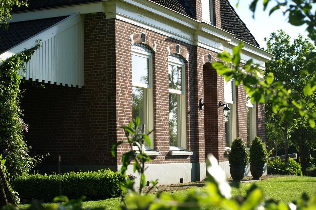 Comfortabele vakantieboerderij in Drenthe met veranda - Boerderijvakanties.nl
