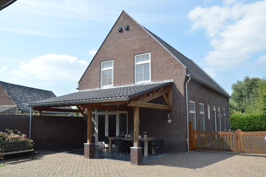 Ruim en luxe appartement in Midden-Limburg met een terras - Boerderijvakanties.nl