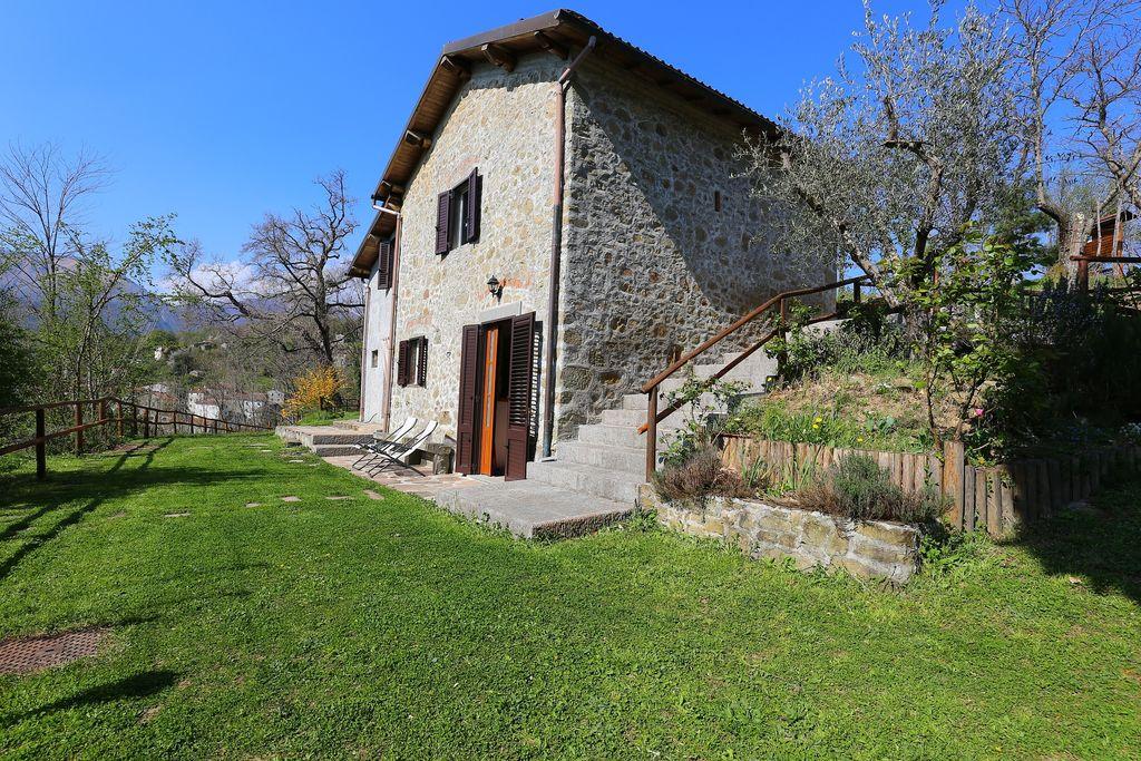 Mooi vrijstaand huisje in de provincie Lucca met privéterras en tuin - Boerderijvakanties.nl