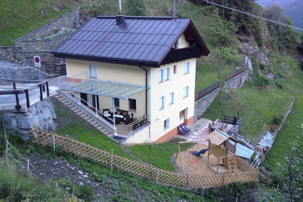Modern vakantiehuis in Tirol met uitzicht op de vallei - Boerderijvakanties.nl