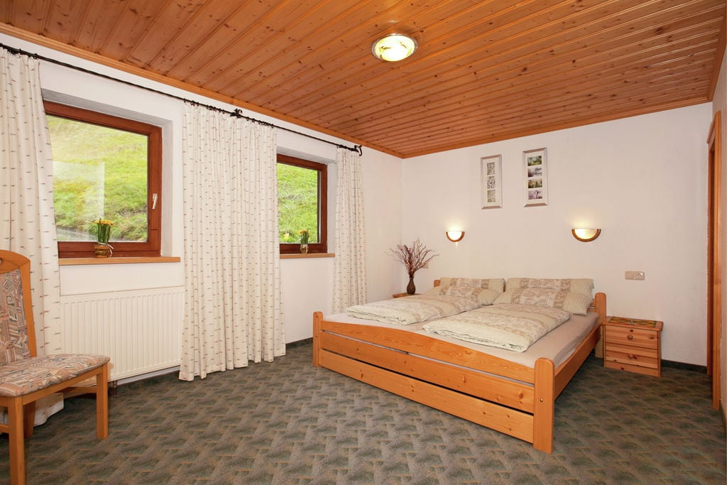 Rustig vakantieverblijf in Brixen im Thale met balkon - Boerderijvakanties.nl