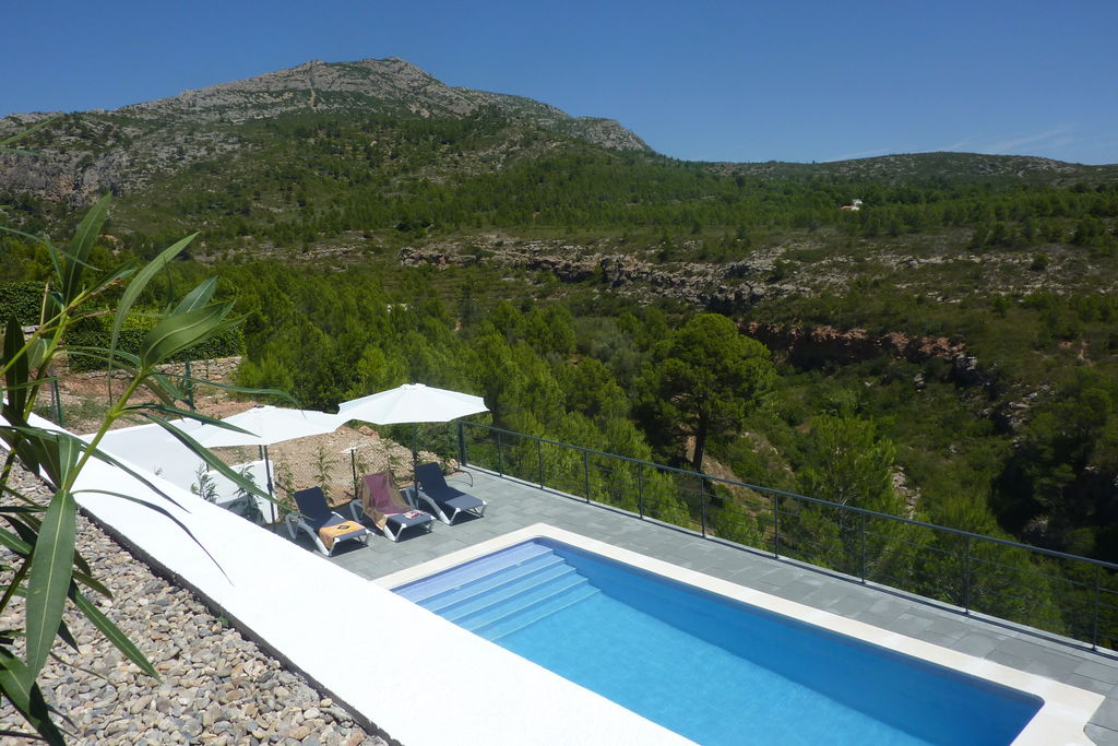Moderne villa met privézwembad en prachtig uitzicht over natuurgebied - Boerderijvakanties.nl