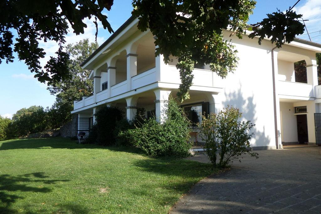 Bassano-Romano- Appartement met zwembad  met wifi te huur