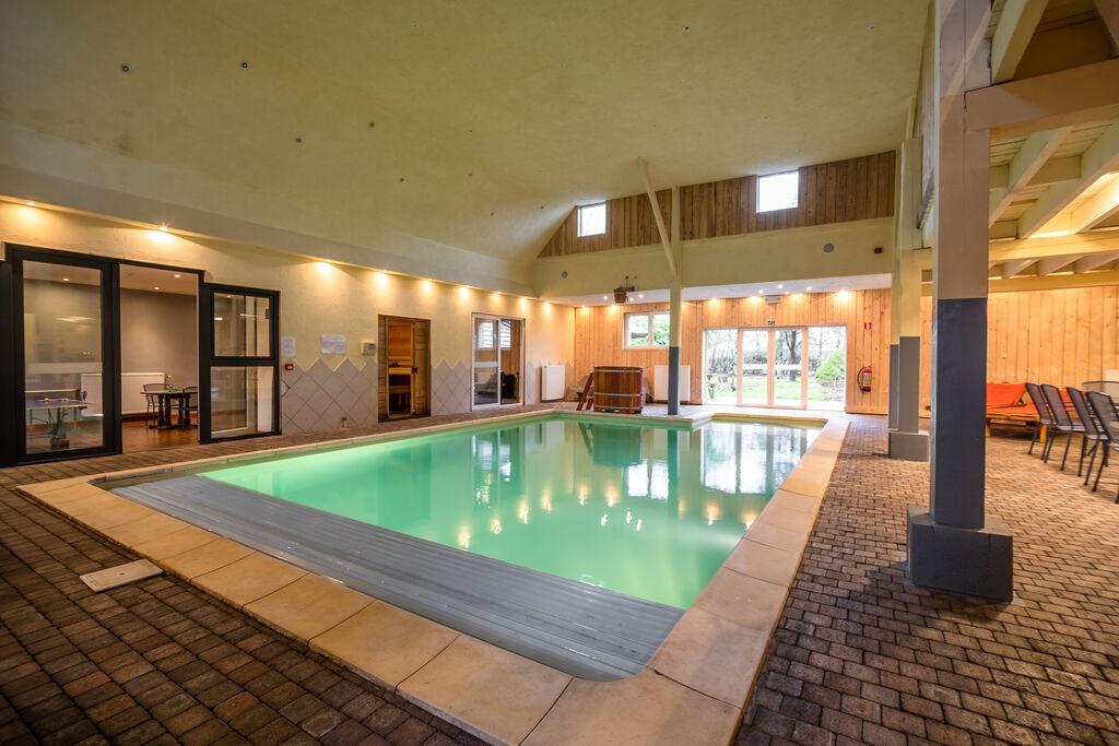 Luxe, zeer ruim vakantiehuis in vroeger dorpscafé met bioscoop, wellness en bar - Boerderijvakanties.nl