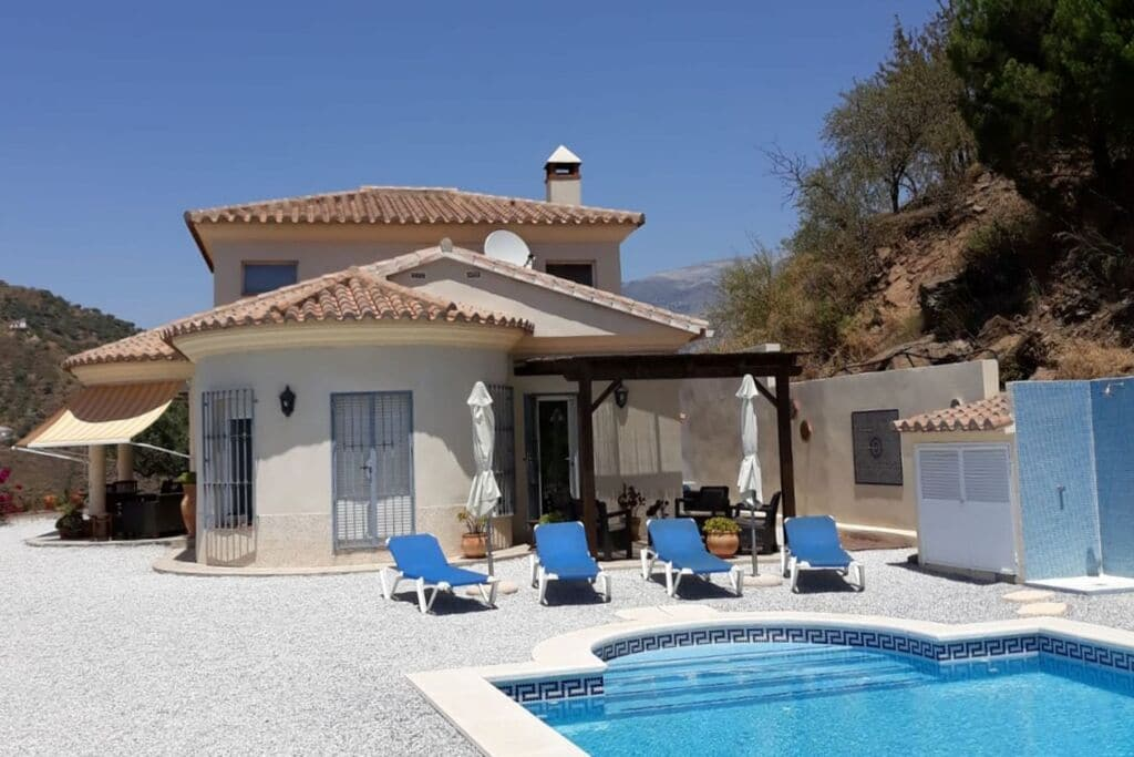Prachtige villa in Arenas, Spanje met privézwembad - Boerderijvakanties.nl