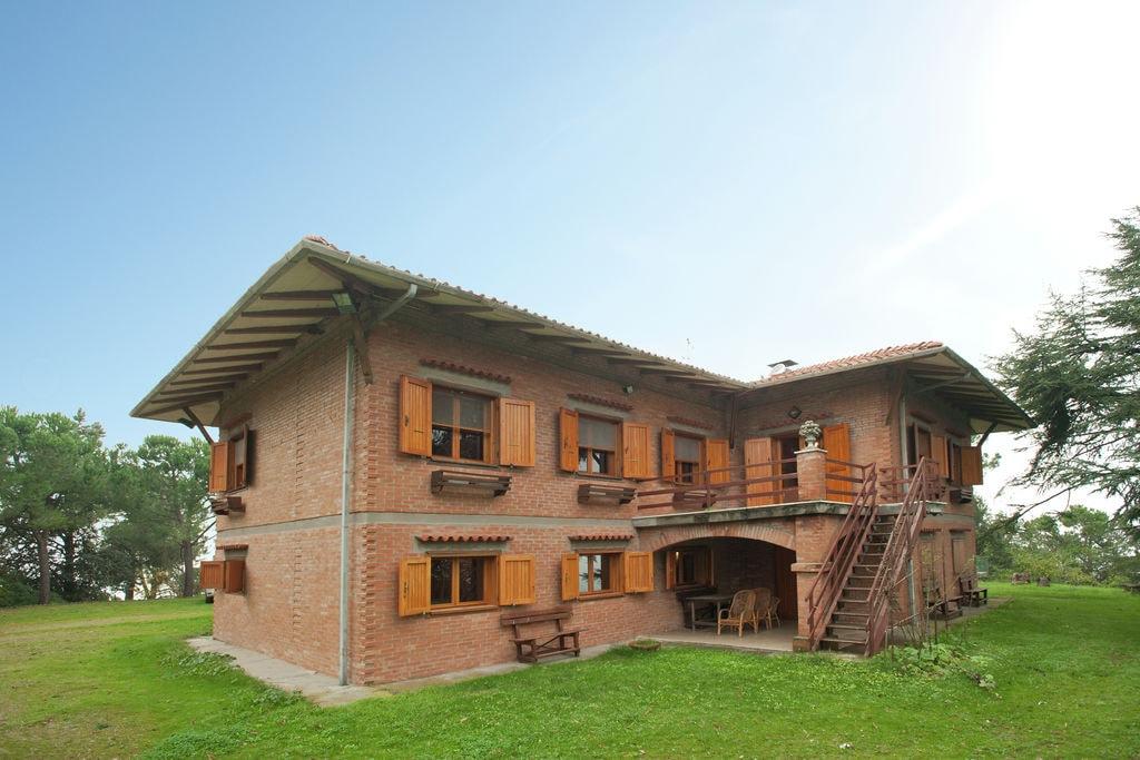 Sfeervolle villa in Cesena midden in het bos - Boerderijvakanties.nl