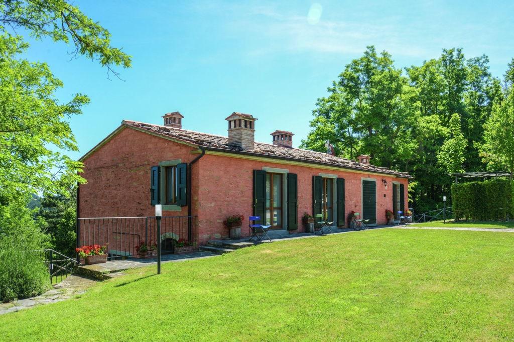 Ruime villa in Marradi met uitzicht op de vallei - Boerderijvakanties.nl