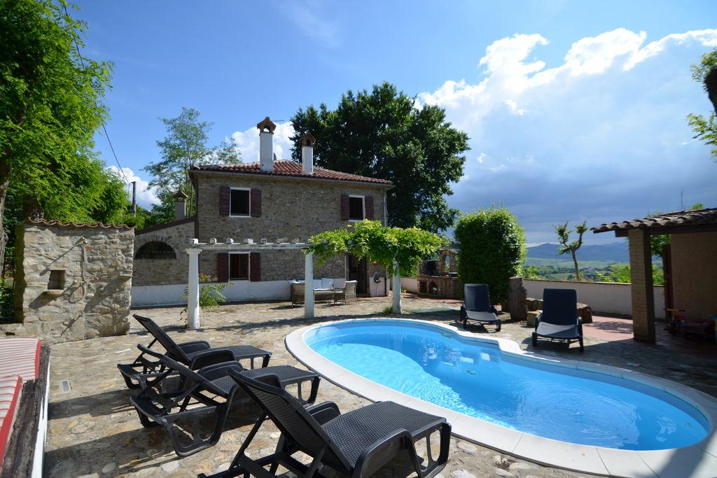 Gemmano- Vakantiewoning met zwembad  met wifi te huur